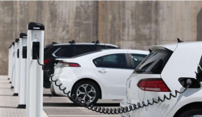 Obvezna postavitev polnilnic za električna vozila pri gradnji in prenovi poslovnih in stanovanjskih stavb v skladu z novim predlogom Zakona o učinkoviti rabi energije