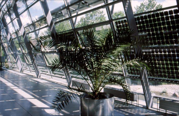 Fotonapetostni moduli kot deli zgradb – novi standardi