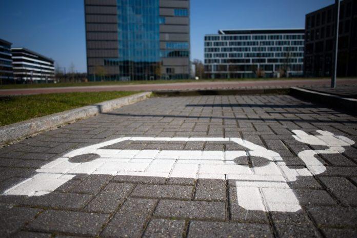 Umestitev polnilnih postaj za električna vozila v večstanovanjske stavbe