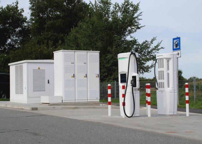 Nova zakonodaja na področju električne mobilnosti in infrastrukture za postavitev elektro polnilnih postaj